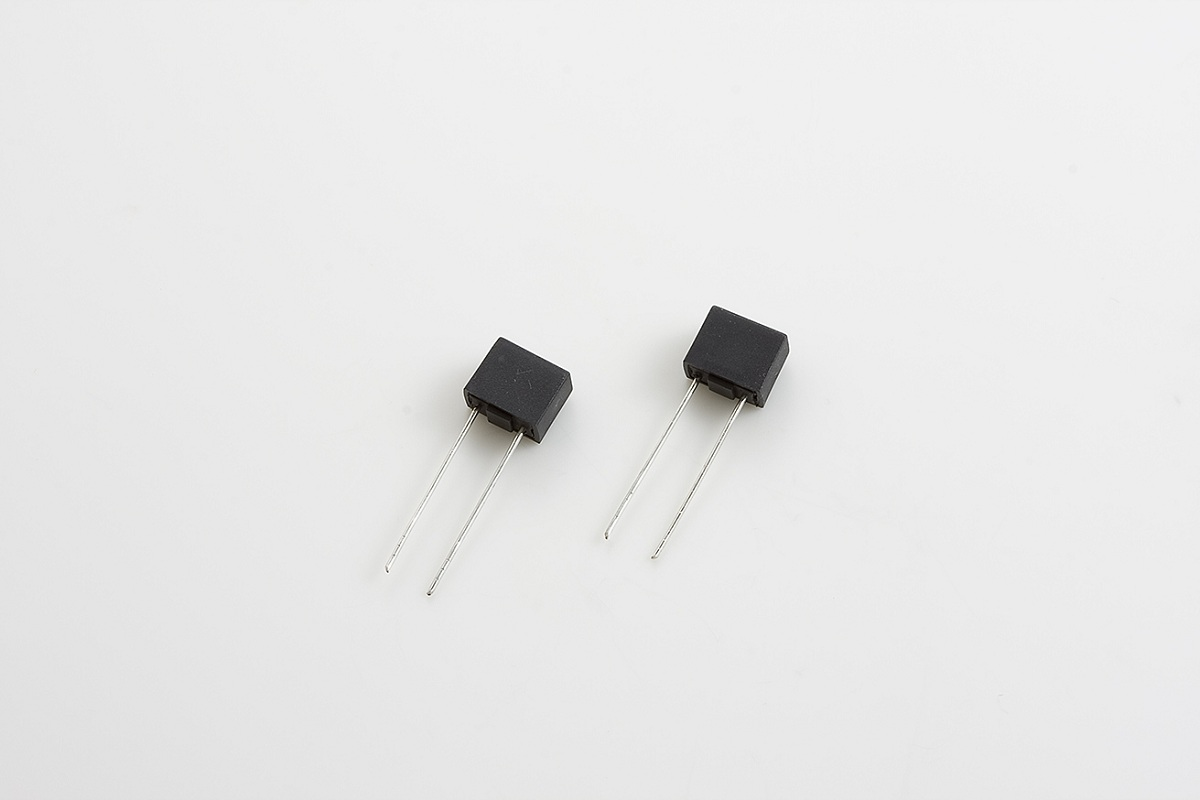 TMR-R-200mA MICROFUSE TIME-DELAY SQUARE BODY (N. AMER. STD.) w/ LONG RADIAL LEADS